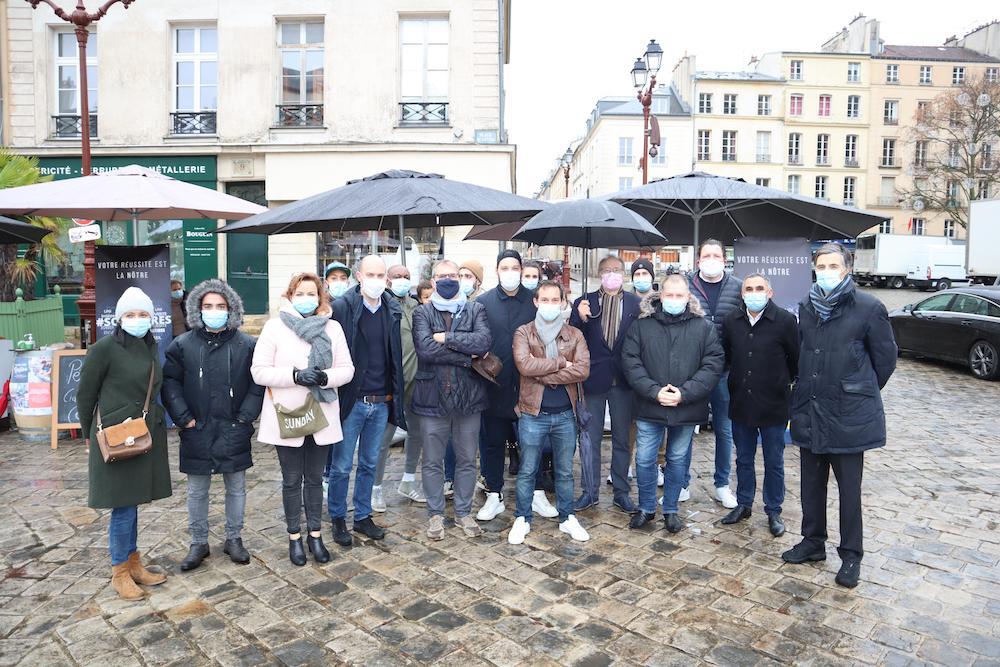 Initiative solidaire à Versailles avec la vente à emporter des restaurateurs versaillais, tous les samedis au Marché Saint-Louis